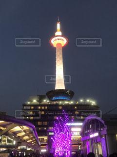 クロック タワーは夜ライトアップの写真・画像素材[1665749]