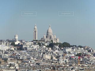 大きな建物がそびえるサクレ ・ クール寺院、パリの写真・画像素材[1666014]