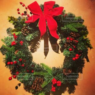 リボン,松ぼっくり,クリスマス,クリスマスリース,壁掛け,ヒイラギ