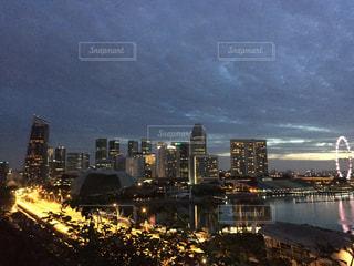 夜の街の景色の写真・画像素材[938344]