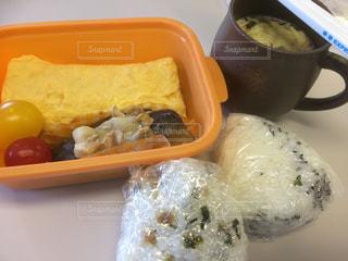 食品の入ったプラスチック容器 - No.950083