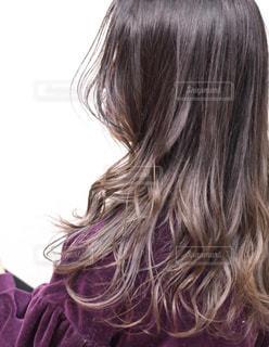 女性の後ろ姿の写真・画像素材[1508613]