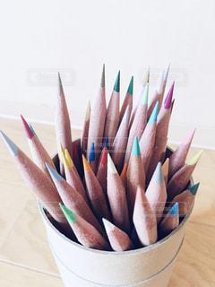 テーブルの上の鉛筆の写真・画像素材[2259684]