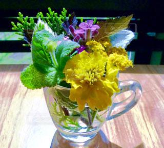花,カップ,テーブルフォト,ハーブ,フラワーアレンジ