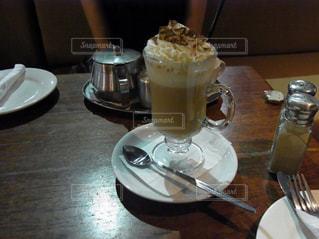 テーブルの上のコーヒーの写真・画像素材[941652]