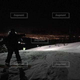 女性,冬,夜景,雪,街,快晴,カナダ,スノーボード