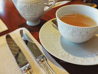 テーブルの上のコーヒー カップの写真・画像素材[943868]