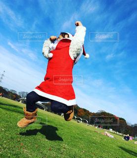 空,屋外,景色,草,日中,クリスマス 冬 サンタ サンタコス ジャンプ