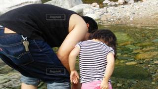 親子,川,人,父,娘,川遊び,探す