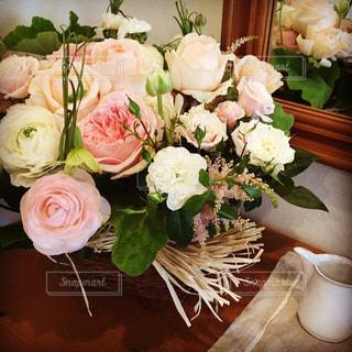花,ピンク,白,花束,バラ,フラワーアレンジ