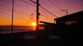 鎌倉高校前駅の夕焼けの写真・画像素材[956993]