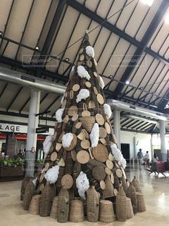 民芸品で出来たクリスマスツリー - No.947737