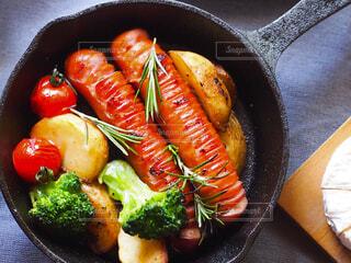 食べ物,風景,朝食,ランチ,鮮やか,トマト,野菜,昼食,料理,ブレックファースト,おいしい,調理,美味しい,スキレット,ハーブ,ソーセージ,贅沢,ブランチ,おつまみ,ローズマリー,テーブルコーデ,ソテー,メイン料理,プチ贅沢,チェダーチーズ,ジョンソンヴィル