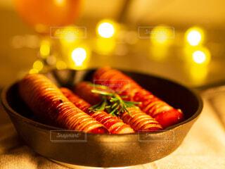 食べ物,風景,夜,パンケーキ,食事,食卓,朝食,ランチ,ディナー,屋内,カラフル,景色,ライト,鮮やか,光,テーブル,果物,トマト,野菜,皿,ライトアップ,ビール,昼食,料理,ブレックファースト,おいしい,装飾,調理,美味しい,スキレット,モーニング,ハーブ,夕食,ソーセージ,木目,ジューシー,贅沢,ブランチ,おつまみ,ローズマリー,食材,テーブルコーデ,ソテー,メイン料理,プチ贅沢,付け合わせ,チェダーチーズ,おうち時間,ジョンソンヴィル,オリジナルスモーク,レモン&ペッパー