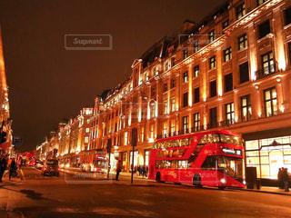 街の通りの 2 階建てバスの写真・画像素材[948269]