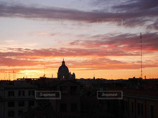夕暮れ時の都市の景色の写真・画像素材[958586]