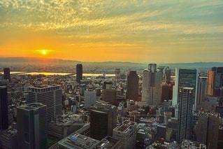 夕暮れ時の都市の景色の写真・画像素材[958682]