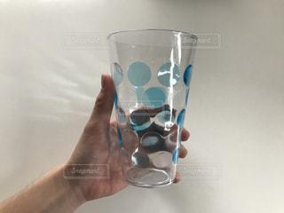 水玉のコップの写真・画像素材[1111954]