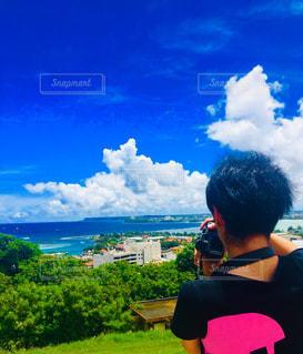 男性,20代,夏,カメラ,雲,青空,後ろ姿,景色,男,人物,人,グアム