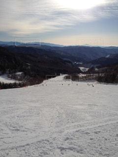 雪に覆われた山の写真・画像素材[950319]