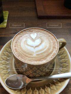 テーブルの上のコーヒー カップの写真・画像素材[950953]