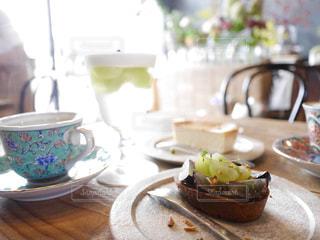 食べ物,カフェ,秋,ケーキ,食事,デザート,フルーツ,果物,食器,お茶,食,おしゃれ,秋の味覚,ぶどうのタルト