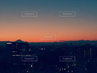 夕暮れ時の都市の景色 - No.958775