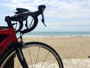 ビーチに停まる自転車 - No.965869