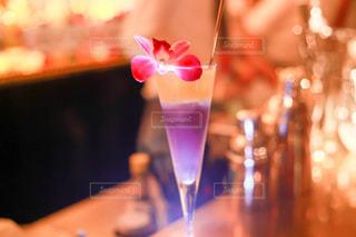 テーブル ワインのグラスの写真・画像素材[953893]