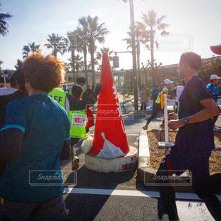 マラソン大会の折り返しの写真・画像素材[1006448]