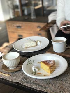 食品とコーヒーのカップのプレート - No.952676