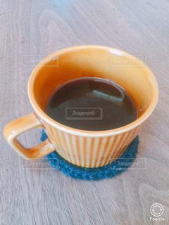 テーブルの上のコーヒー カップの写真・画像素材[953043]