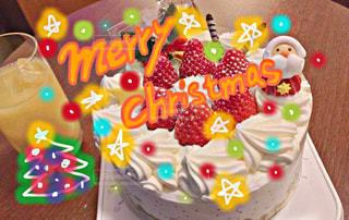 テーブルにクリスマスケーキの写真・画像素材[953840]