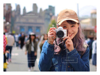 カメラを持っている人の写真・画像素材[1220160]
