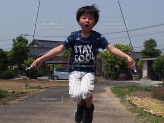 縄跳び少年の写真・画像素材[1168106]