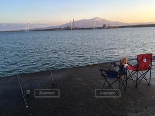 朝日と共に釣りの写真・画像素材[988939]