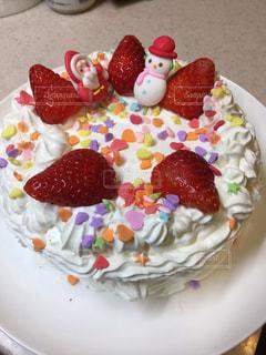 皿の上のケーキの一部の写真・画像素材[954616]