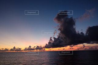 太平洋の夕日の写真・画像素材[957214]