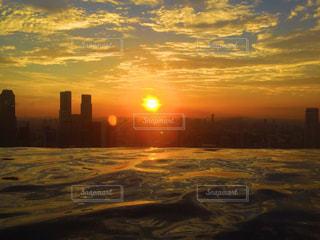 プールから見るサンセットの写真・画像素材[962484]