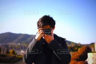 スーツと携帯電話で話しているネクタイを身に着けている男の写真・画像素材[1831553]