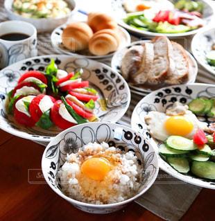 北海道食材を使った北欧食器の朝食卵かけごはんセットの写真・画像素材[1157611]