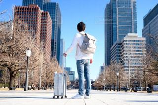 男性,全身,人物,旅行,旅,ポートレート,旅立ち,コピースペース,日本人,決意,決心,私服,三十代