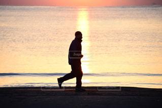 海辺を走るの写真・画像素材[997391]