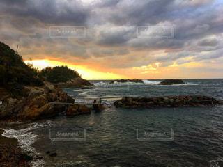 海に沈む夕日の写真・画像素材[961336]
