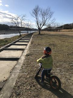自転車の練習中!の写真・画像素材[986839]
