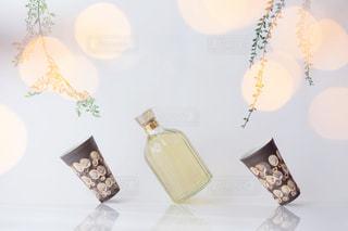 テーブルの上の花の花瓶の写真・画像素材[1276440]