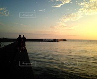 夕焼けの海の写真・画像素材[963144]