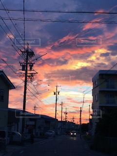 街に沈む夕日の写真・画像素材[963247]