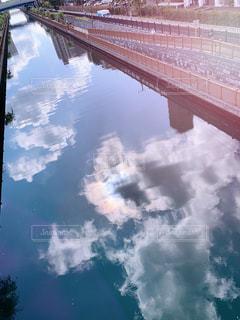 橋を巡る列車の写真・画像素材[2211586]