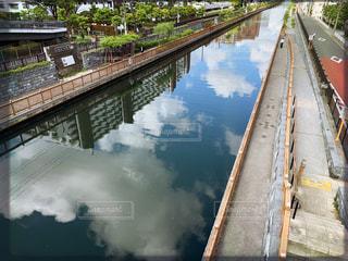 水域に架かる長い橋の写真・画像素材[2211606]